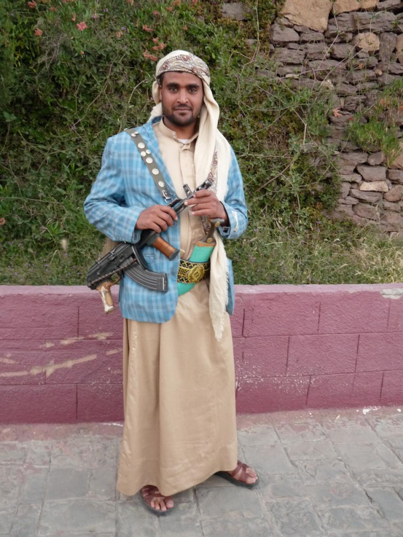 A férfiak sokszor gépfegyvert is hordanak