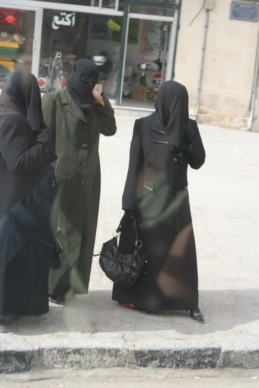 Aleppoban hagyományos viseletben