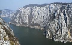 Folyóvízi völgybevágódás (Alduna, Kazán-szoros)