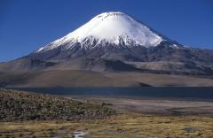 Kúpgleccser vulkánon (Parinacota, Száraz-Andok, Chile-Bolívia)