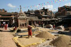 Bhaktapur Fazekasok-tere, gabona szelelés