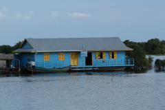 Úszó iskola Kompong Kleang faluban a Tonle Szap tavon