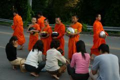 Adománykérő szerzetesek