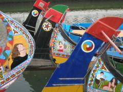 Aveironál moszatgyűjtő hajók ma turistákat fuvaroznak