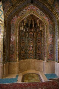 A Nasirol Molk-mecset mihrábja Shirazban