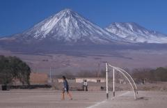 Rétegvulkán (5890 m, Licancabur, Chile)