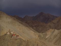 Vihar előtt (Nyugat-Tibet)