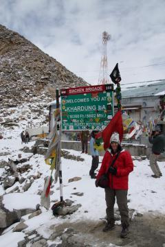 A Föld legmagasabb közúti hágója, az 5602 m magas Khardung La