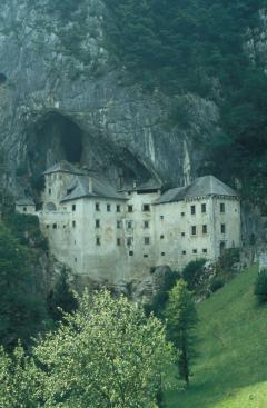 Forrásbarlang (Predjamski var, Szlovénia)